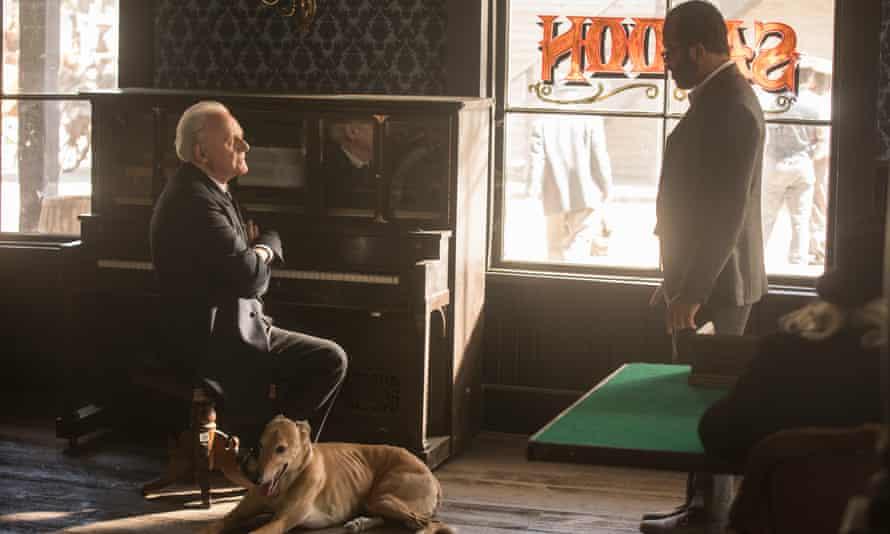 Ford (Anthony Hopkins) and Bernard (Jeffrey Wright).