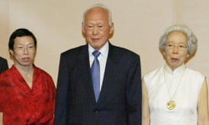 Lee Wei Ling with her father and mother Kwa Geok Choo in 2003.