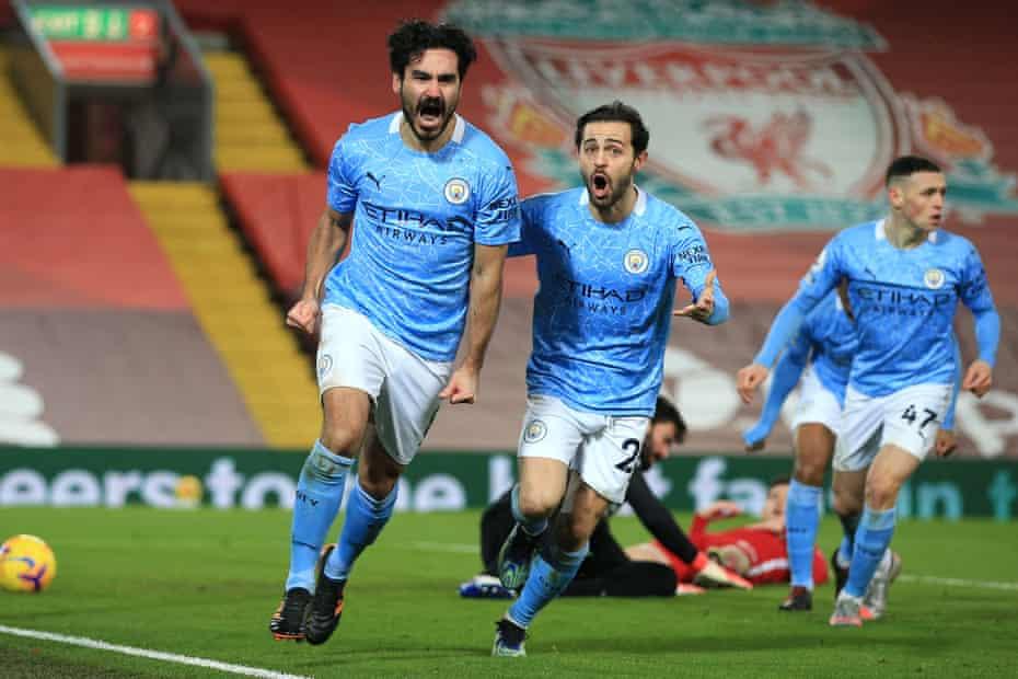 gündoğan, anfield'da liverpool'a karşı oynadığı son galibiyette ilk golü atmayı kutluyor.