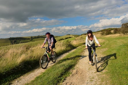 """A young adult couple cycling along the South Downs Way at Butts Brow, Willingdon, near Eastbourne, East Sussex. UK Image Ref EA9YP4 (RM) Contributor parkerphotography Credit line parkerphotography / Alamy Stock Photo Location """"Butts Brow"""" Willingdon """"South Downs Way"""" """"south Downs"""" Eastbourne Date taken 2 September 2014"""