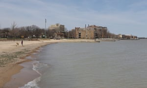 The lakefront, in the Rogers Park neighborhood in Chicago on April 8, 2017. (photo by Jean-Marc Giboux for the Guardian)
