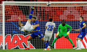 Porto's Mehdi Taremi scores in spectacular style.
