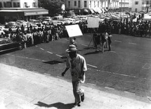 Sembene filming Xala, Dakar, 1975