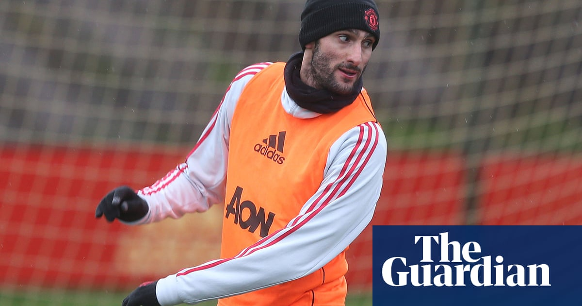 7e9fa7b7b Manchester United in discussions with Chinese club to sell Marouane Fellaini