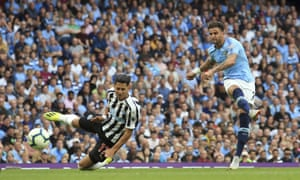 Kyle Walker unleashes an unstoppable shot to restore Manchester City's lead.