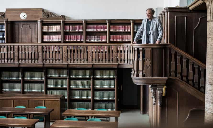 Jürgen Wertheimer, who set up Project Cassandra, in a library