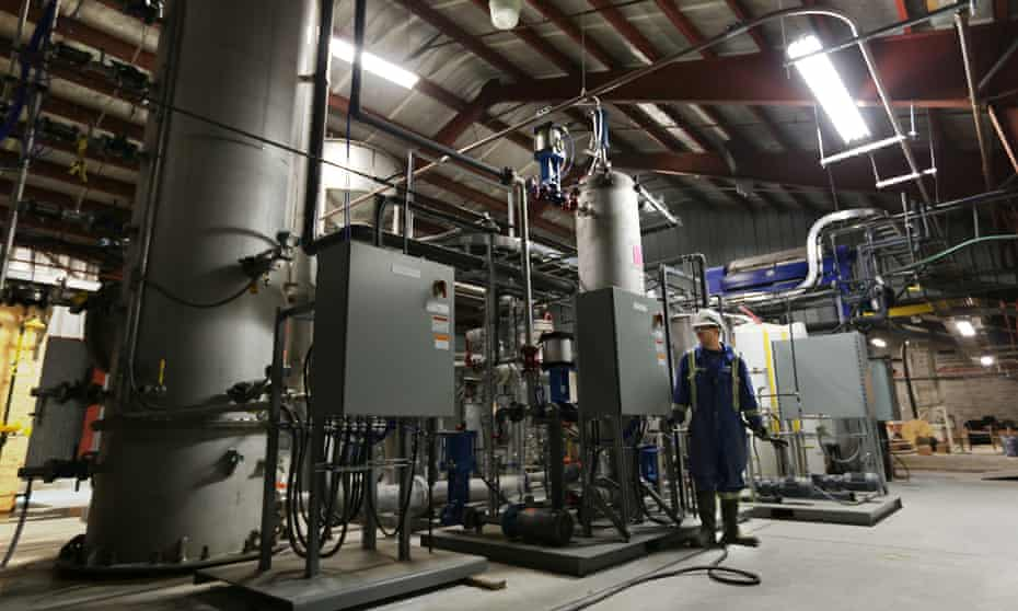 The Canadian firm Carbon Engineering's pilot plant pellet reactor and associated equipment.