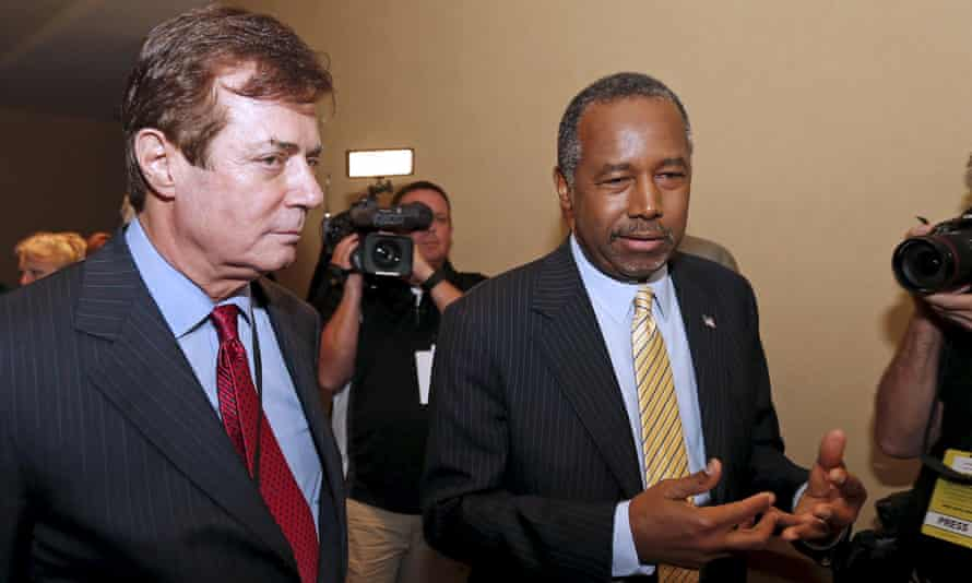 Manafort walks with former Republican presidential candidate Ben Carson at a private Republican National Committee meeting.
