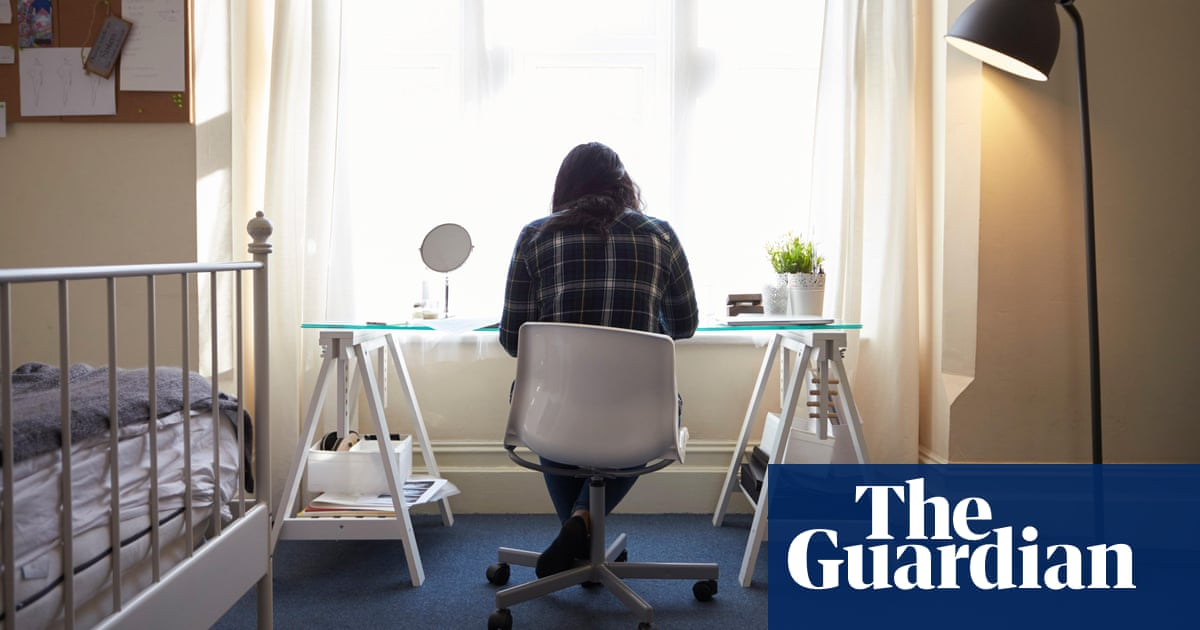 Third of new students in England show signs of depression, survey suggests