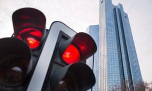 A red traffic light besides the Deutsche HQ