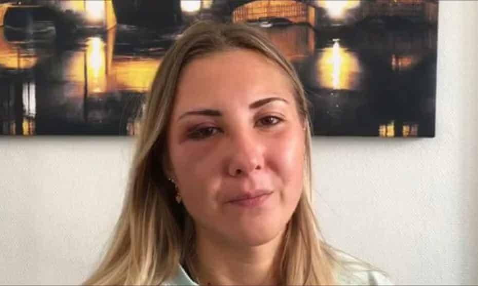 A picture of Elisabeth's bruised face was posted on the Twitter account of France Bleu Alsace.