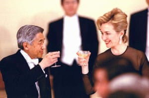 US first lady Hillary Clinton toasts with Emperor Akihito during a state banquet at the Imperial Palace in Tokyo in aPRIL 1996