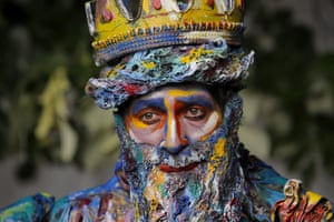 An artist from Spain's Alucinarte Animacion Teatral performs as Neptune