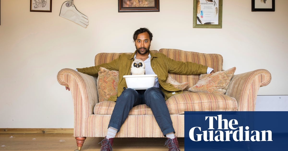Rhik Samadder tries … falconry: 'Chicken wire stands between me and doom'
