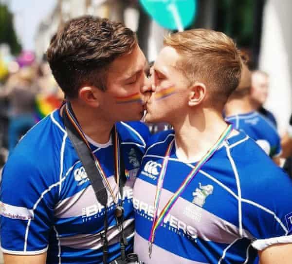 Клуб для мужчин гей недорогие стриптиз клубы москвы