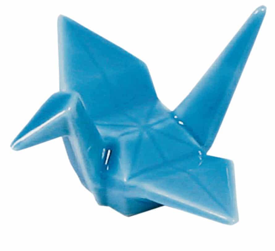 Porcelain origami crane chopsticks stand