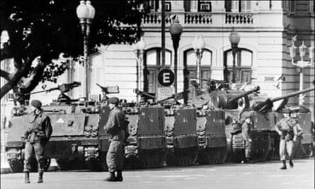 Tanks and soldiers stand in front of Argentina's presidential palace