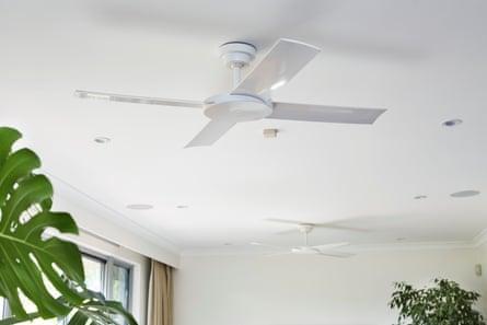 Un ventilateur de plafond vous rafraîchira, mais c'est beaucoup moins d'énergie que la climatisation.