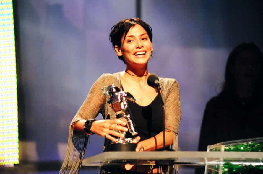 Natalie Imbruglia at the 1998 MTV Video Music Awards, where she won best new artist.