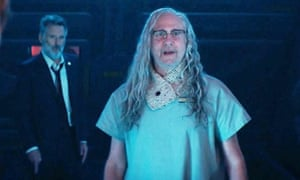 Brent Spiner as Dr Okun in Independence Day: Resurgence (with Bill Pullman in the background).
