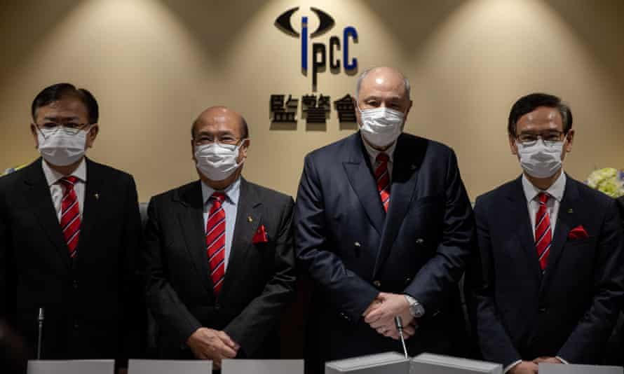 The IPCC chairman and taskforce team outline the findings of the report at a press conference.