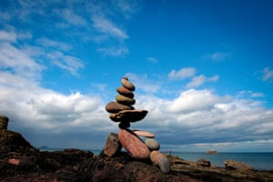 Locations next to bodies of water are really popular for stone stacking as they offer lots of natural materials to work with.