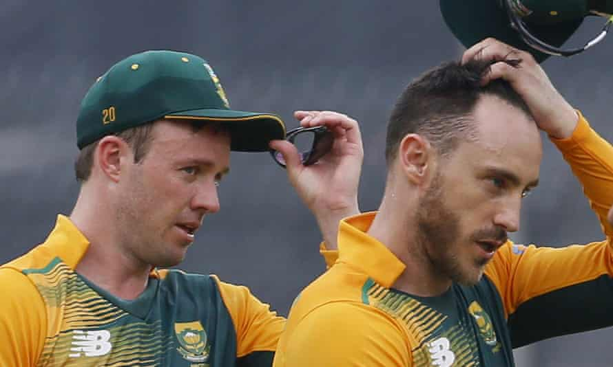 AB de Villiers (left) has handed over the South Africa Test captaincy to Faf du Plessis.