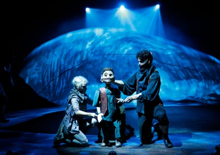 Audrey Brisson as Dea and Louis Maskell use a puppet to play Young Grinpayne.