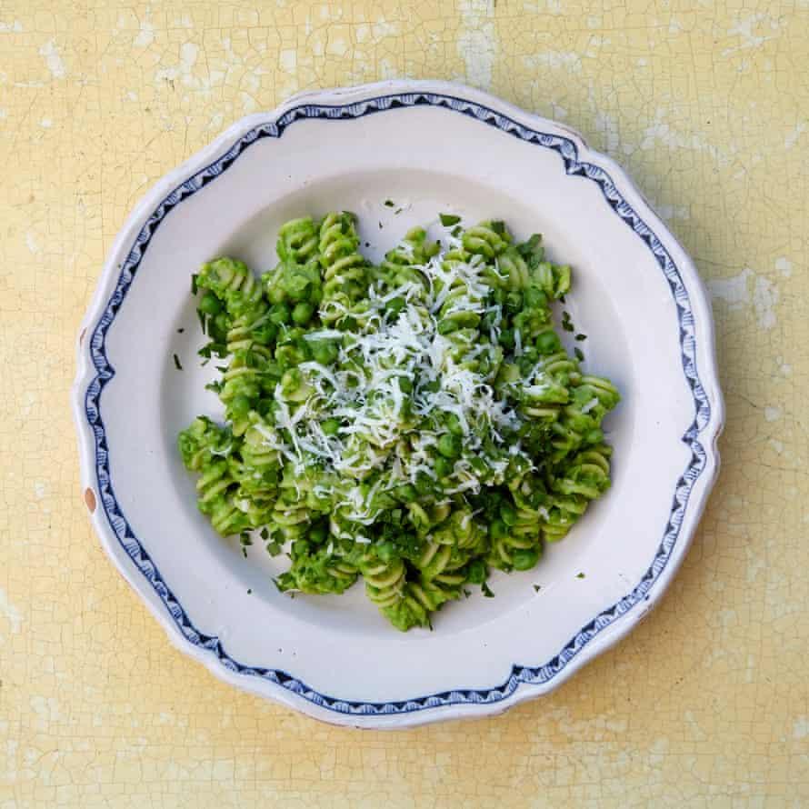 Hugh Fearnley-Whittingstall's macaroni peas
