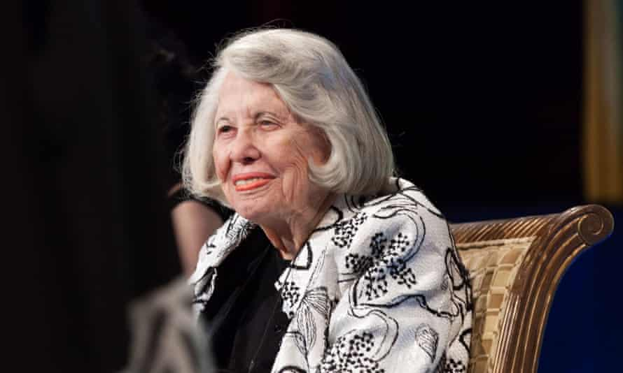 Celebrities ahve paid tribute to Liz Smith, the 'smart and funny' gossip writer whose career spanned decades.