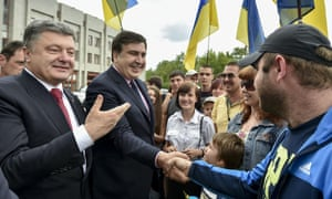 Ukrainian president Petro Poroshenko (left) and Mikhail Saakashvili  in Odessa