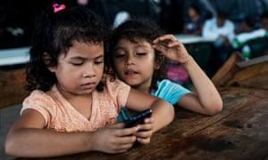 children in el salvador encampment