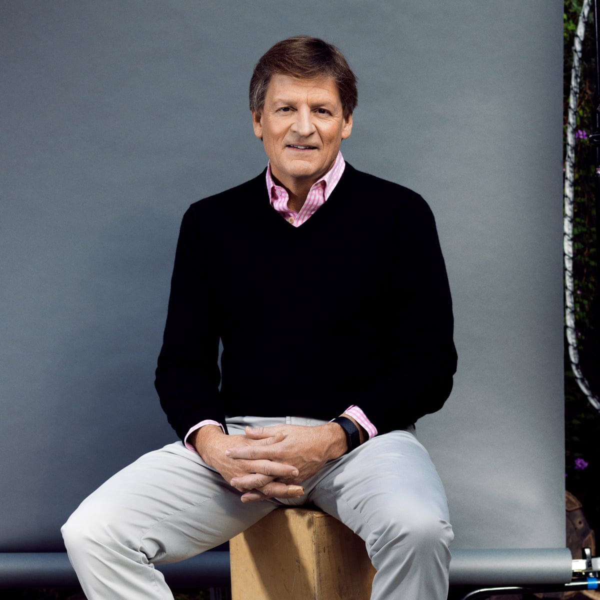 The 60-year old son of father (?) and mother(?) Michael Lewis in 2021 photo. Michael Lewis earned a  million dollar salary - leaving the net worth at  million in 2021