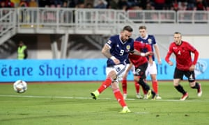 Steven Fletcher guides home the penalty.