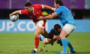 Wales' centre Owen Watkin dodges a tackle by Uruguay prop Mateo Sanguinetti.