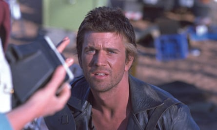 Mel Gibson behind the scenes of Mad Max 2