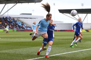 Abbie McManus of Manchester City beats Magdalena Eriksson of Chelsea to the ball