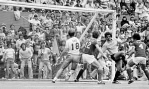 Cosmos' goalie Shep Messing blocks a shot during game in Portland with Seattle, August 29, 1977.