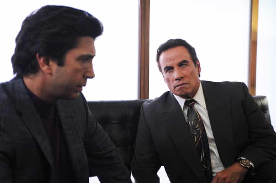 David Schwimmer as Robert Kardashian, left, and John Travolta as Robert Shapiro.
