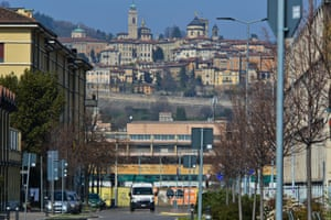 An ambulance arrives at Bergamo's Humanitas Gavazzeni hospital during the coronavirus crisis in March 2020.