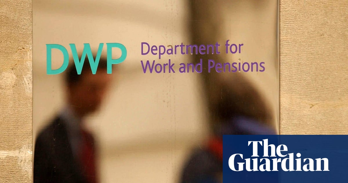 Doctors, charities and Tory thinktank urge PM to drop universal credit cut