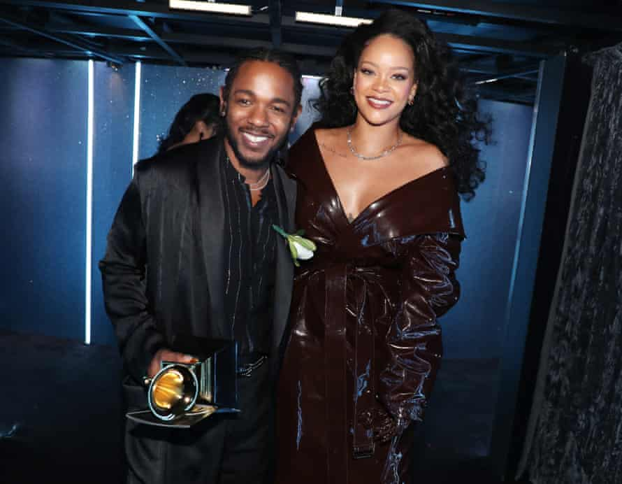 Kendrick Lamar with white rose, Grammy and Rihanna.