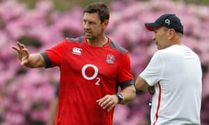 Scott Wisemantel (left), England's attack coach, talks to head coach Eddie Jones.
