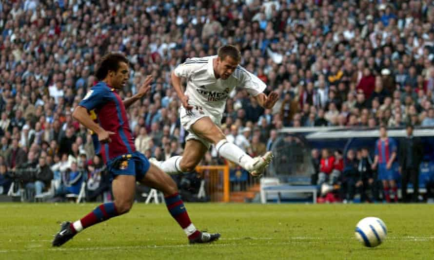 Michael Owen fires home against Barcelona – one of 16 goals he scored in his season at Real Madrid.