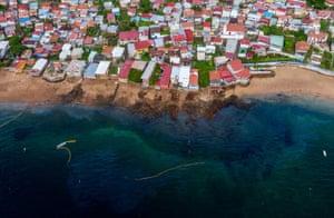 The beaches of Taboga Island contaminated by an oily liquid