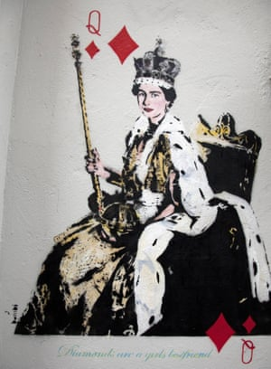 Graffito – Queen Elizabeth II with queen of diamonds playing card insignia