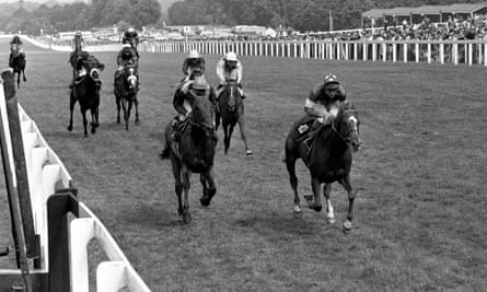 Grundy, ridden by Pat Eddery, catches Bustino close home in the 1975 King George VI & Queen Elizabeth II Stakes.