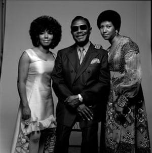 Aretha Franklin (right), with her father, Baptist preacher CL (born Clarence LaVaughn), and her sister, fellow singer Carolyn, in New York, 1971