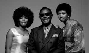 Aretha Franklin, right; her father, the Baptist preacher CL; and her sister, fellow singer Carolyn 1971.