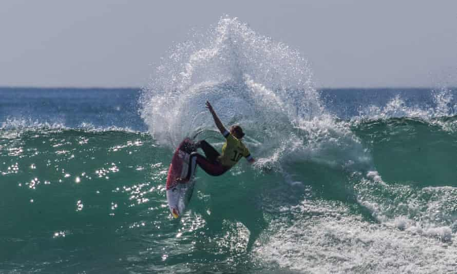 Carissa Moore on her way to winning the WSL final at Lower Trestles.
